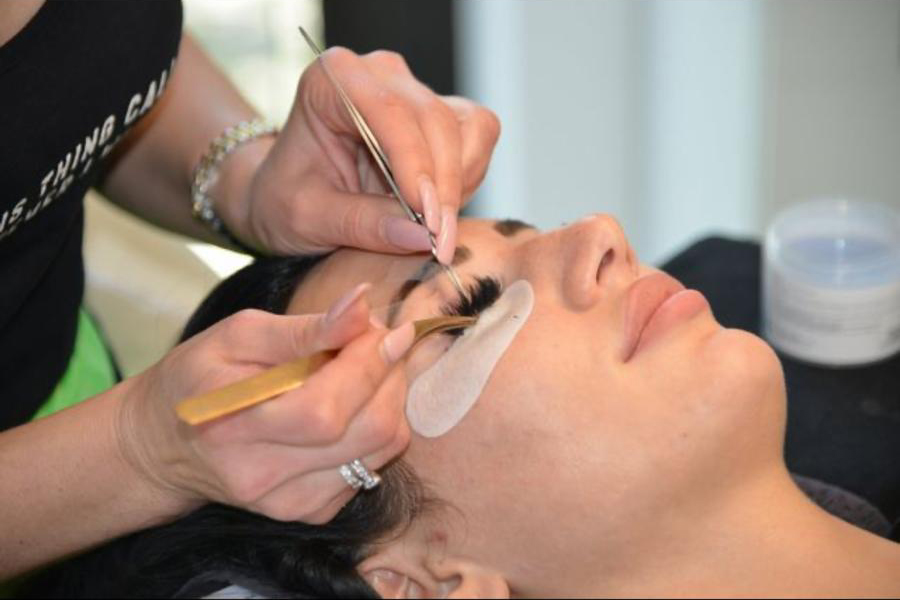 Kosmetikstudio-Schoenheitszentrum-Esslingen-Wimpernverlängerung-3