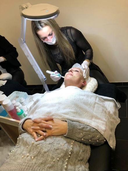 Kosmetikstudio-Schoenheitszentrum-Esslingen-Gesichtsbehandlung